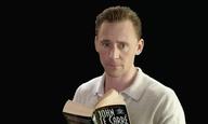 Ο Τομ Χίντλστον διαβάζει το «The Night Manager» για τα μάτια σας (και τ' αυτιά σας) μόνο
