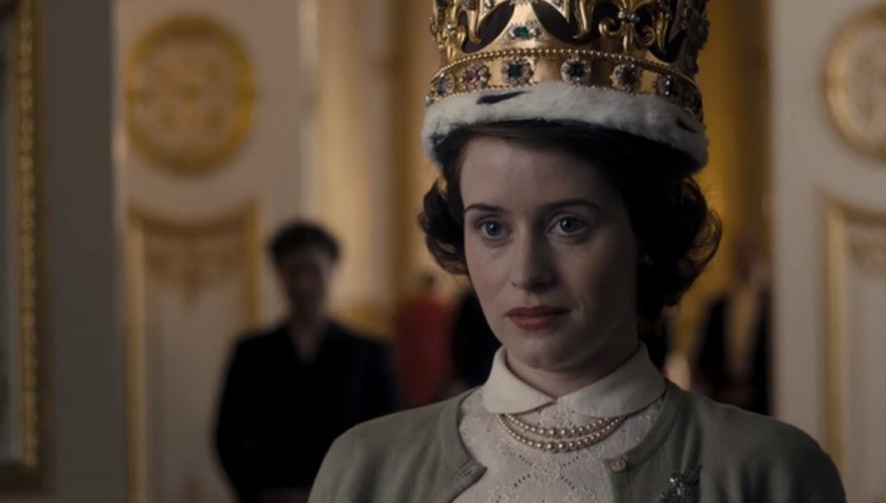 «The Crown». Χωράει μια βασίλισσα στη μικρή οθόνη;