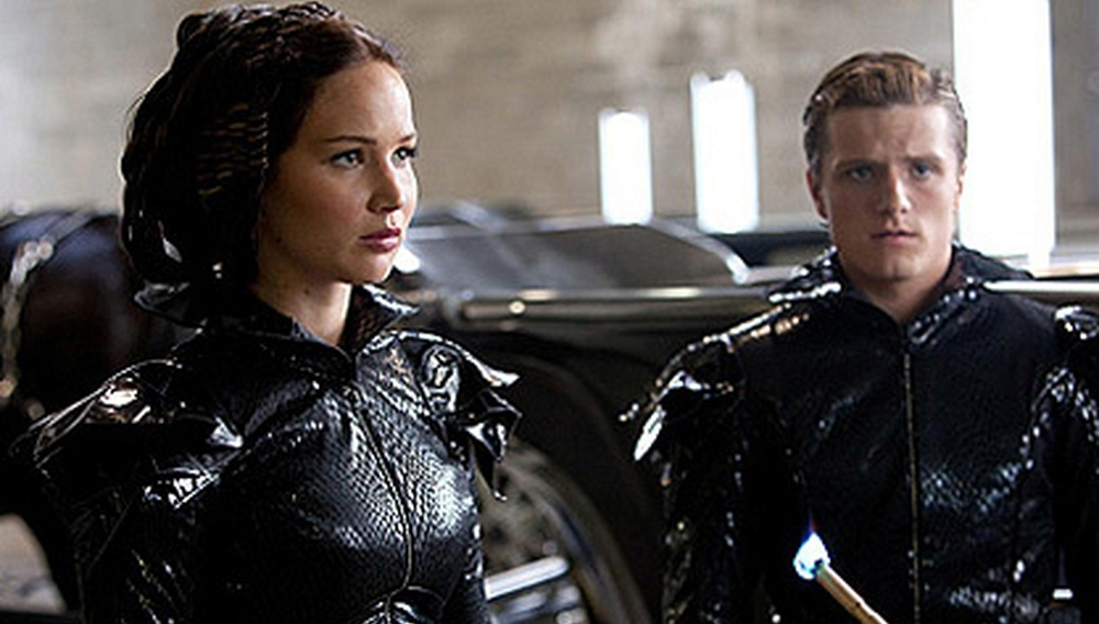 Μαύροι σαν το κάρβουνο! Νέα φωτογραφία (και αφίσα) από το «Hunger Games»