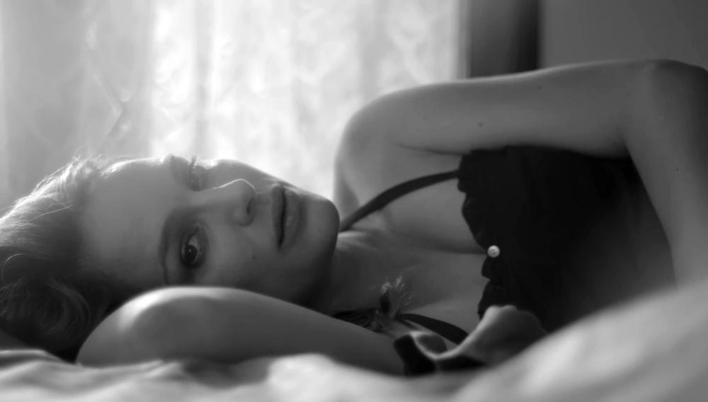 H Nάταλι Πόρτμαν - όμορφη ως έγκυος - στο νέο βίντεο κλιπ του Τζέιμς Μπλέικ