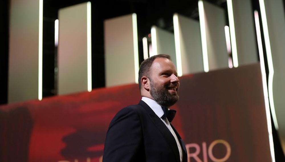 Κάννες 2017: Ο Γιώργος Λάνθιμος και ο Ευθύμης Φιλίππου κερδίζουν το Βραβείο Σεναρίου για το «The Killing of a Sacred Deer»