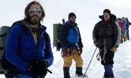 O  Τζέικ Τζίλενχαλ κι ο Τζος Μπρόλιν ανεβαίνουν το «Everest»