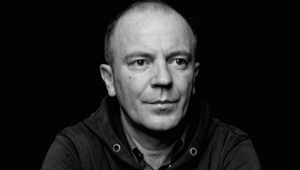 «Δεν υπάρχουν μπανάλ θεματολογίες στο σινεμά»: O Γιάννης Σακαρίδης μιλάει στο Flix για το «Amerika Square»