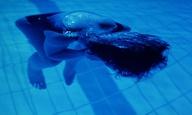 Το Flix βουτάει στις πισίνες του σινεμά #7 – Τρία Χρώματα: Μπλε του Κριστόφ Κισλόφσκι (1993)