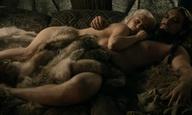Game of Thrones: η Εμίλια «Ντενέρις» Κλαρκ θυμάται πώς την έκανε να γελάει ο Τζέισον «Ντρόγκο» Μομόα στις ερωτικές τους σκηνές