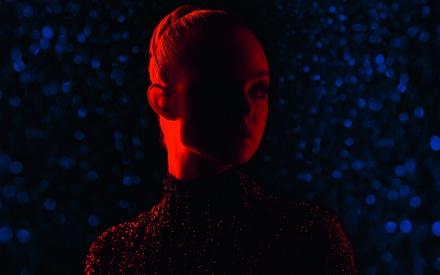 Κάννες 2016: Στο «The Neon Demon» του Νίκολας Βίντινγκ Ρεφν, η ομορφιά είναι τα πάντα