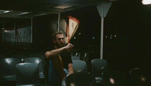 """Βασίλης Κεκάτος: «Η """"Ερωτική Επιθυμία"""" είναι ο λόγος που έγινα καπνιστής και σκηνοθέτης - κάτι από τα δυο ίσως με σκοτώσει»"""