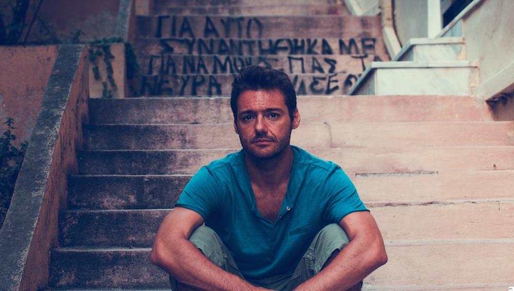 Flix 2020 | O Θάνος Τοκάκης χάρηκε που πήρε το βραβείο του με τις πιτζάμες!