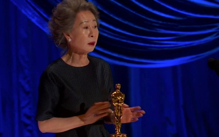 Oscars 2021: H Γιου-Τζουνγκ Γιουν συγχωρεί όλους όσους προφέρουν λάθος το όνομά της