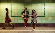 Ερωτευόμαστε τραγουδώντας στο μιούζικαλ «Once» στην Εναλλακτική Σκηνή της Εθνικής Λυρικής Σκηνής