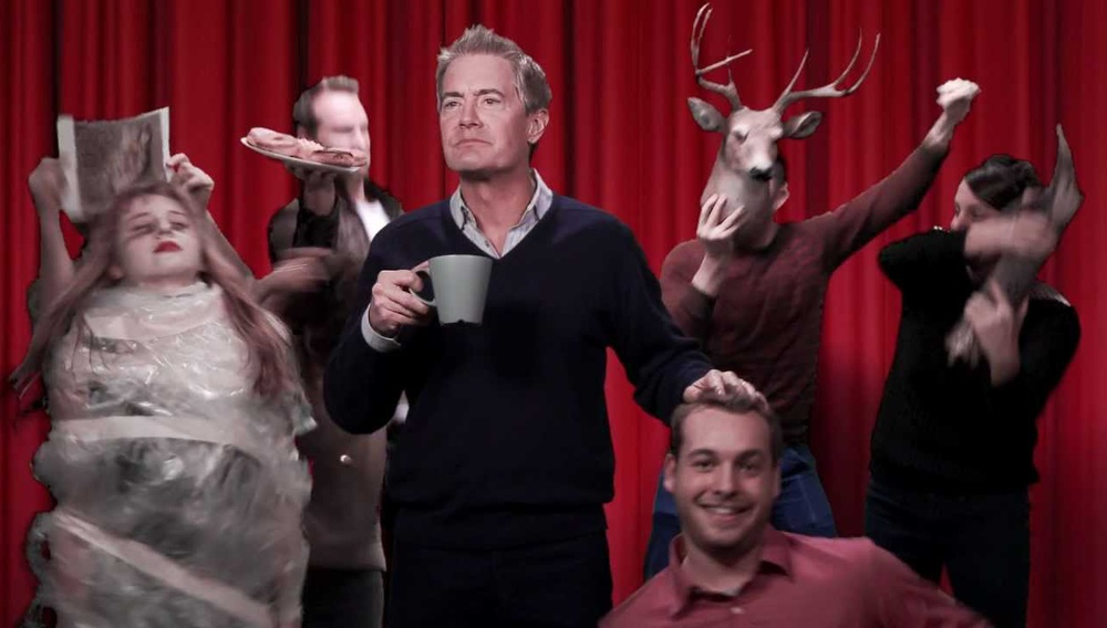 To αυθεντικό καστ του «Twin Peaks» ξεσκονίζει τα κοστούμια του για τη μεγάλη επιστροφή