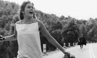 Καλοκαιρινές σκηνές για πάντα #18 / «Κορίτσια στον Ηλιο» του Βασίλη Γεωργιάδη