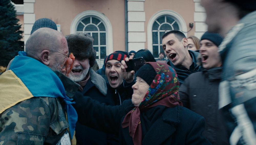 Κάννες 2018: Στο «Donbass», ο Σεργκέι Λόζνιτσα μάχεται με φρίκη την φρίκη του πολέμου