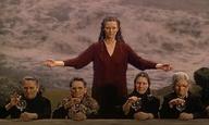 Η Τίλντα Σουίντον θα μας σώσει! Αυτές είναι οι 8+ ταινίες που μας προτείνει να δούμε