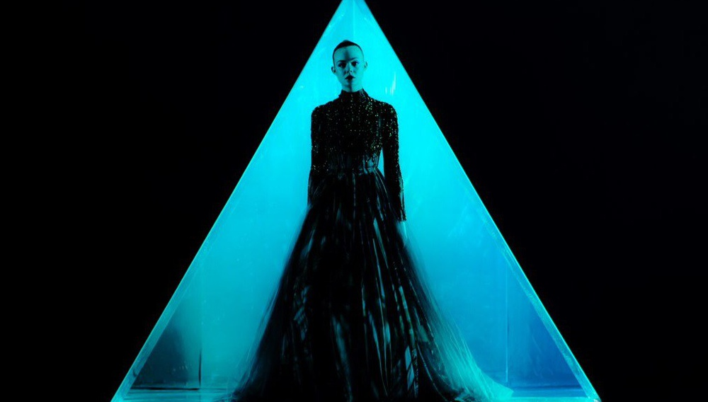 «You know what my mother used to call me? Dangerous»: Τρέιλερ για το «The Neon Demon» του Νίκολας Βίντινγκ Ρεφν