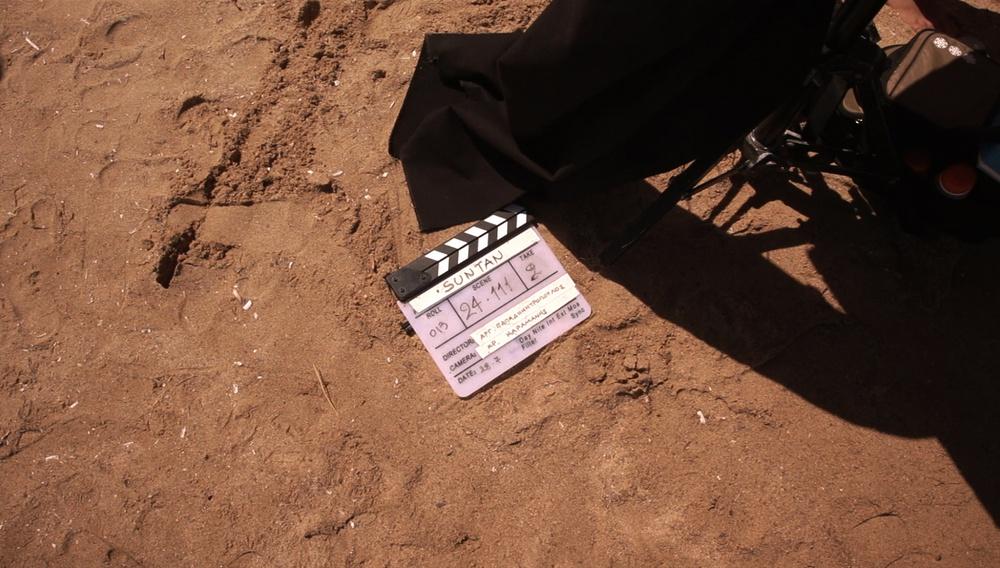 «Suntan»: Οταν η κάμερα του Flix βρέθηκε αποκλειστικά στα γυρίσματα της ταινίας του Αργύρη Παπαδημητρόπουλου