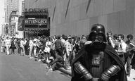 Αυτό που το να περιμένεις στη ουρά για να δεις το επόμενο «Star Wars» γίνεται ταινία