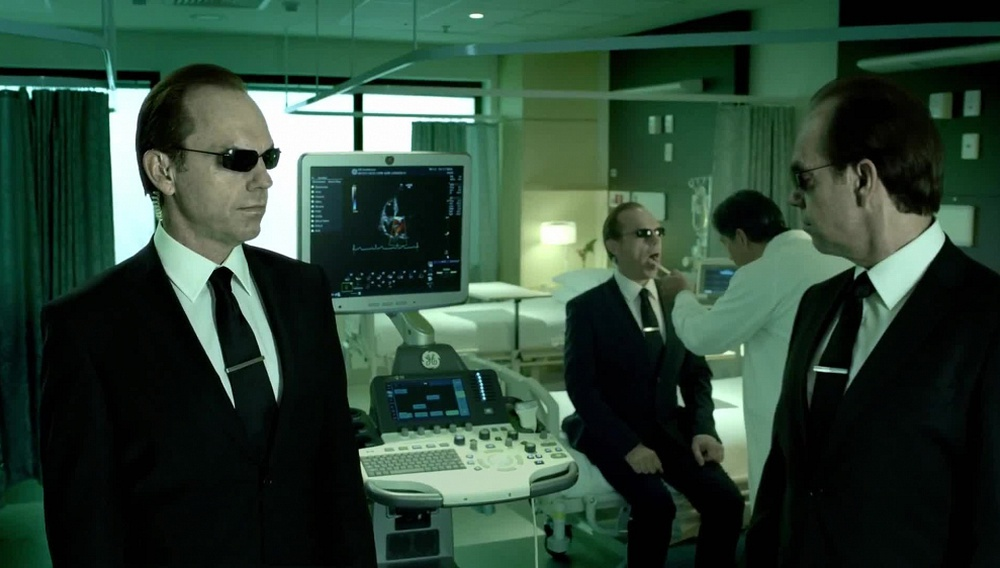 O Ντέιβιντ Γκόρντον Γκριν συνεχίζει το «Matrix» από εκεί που το άφησαν οι Γουατσόφσκι