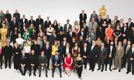 Oscars 2020: Η Σαρλίζ Θερόν με τη μαμά της, ο Λεονάρντο ΝτιΚάπριο με τον μπαμπά του, ο Μπραντ σόλο, στο γεύμα των υποψηφίων