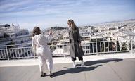 H Λίζα Αζουέλος και η Σβέβα Αλβίτι αποθεώνουν την Νταλιντά όπως της αξίζει (με φόντο την Αθήνα)