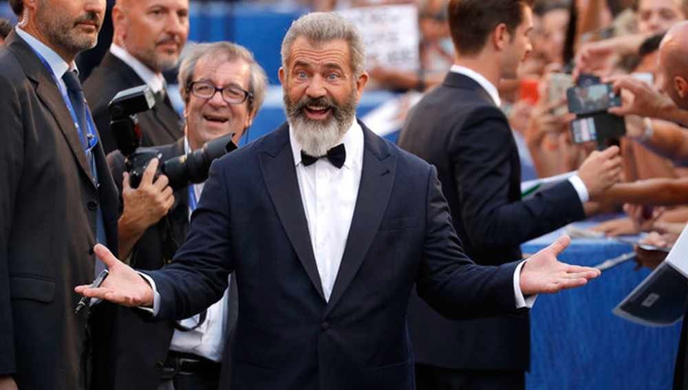 Ο Μελ Γκίμπσον επιβιώνει στο Χόλιγουντ, αποθεώνεται στη Βενετία