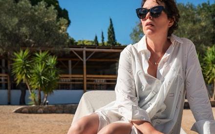 Βενετία 2021: Η Ολίβια Κόλμαν κλέβει την παράσταση στο «The Lost Daughter» της Μάγκι Τζίλενχαλ
