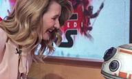 Η Λόρα Ντερν καθησυχάζει τον BB-8 στο πιο γλυκό βίντεο της εβδομάδας