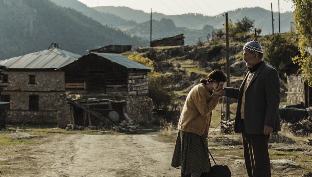Berlinale 2019: Τo «A Tale of Three Sisters» του Εμίν Αλπέρ αφηγείται ιστορίες γραμμένες στο χιόνι
