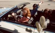 Η Σούζαν Σαράντον παραμένει η σεξουαλική φαντασίωση των αγοριών με ανοιχτά αυτοκίνητα