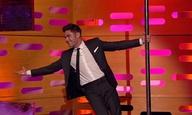 O Ζακ Εφρον κάνει pole dancing και το κάνει καλά