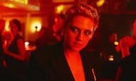 Η Κρίστεν Στιούαρτ παρτάρει σκληρά στο βίντεο κλιπ του «If You Really Love Nothing» των Interpol