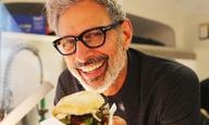 Ο Τζεφ Γκόλντμπλαμ βρίσκει το πραγματικό του κάλεσμα στο... street food;