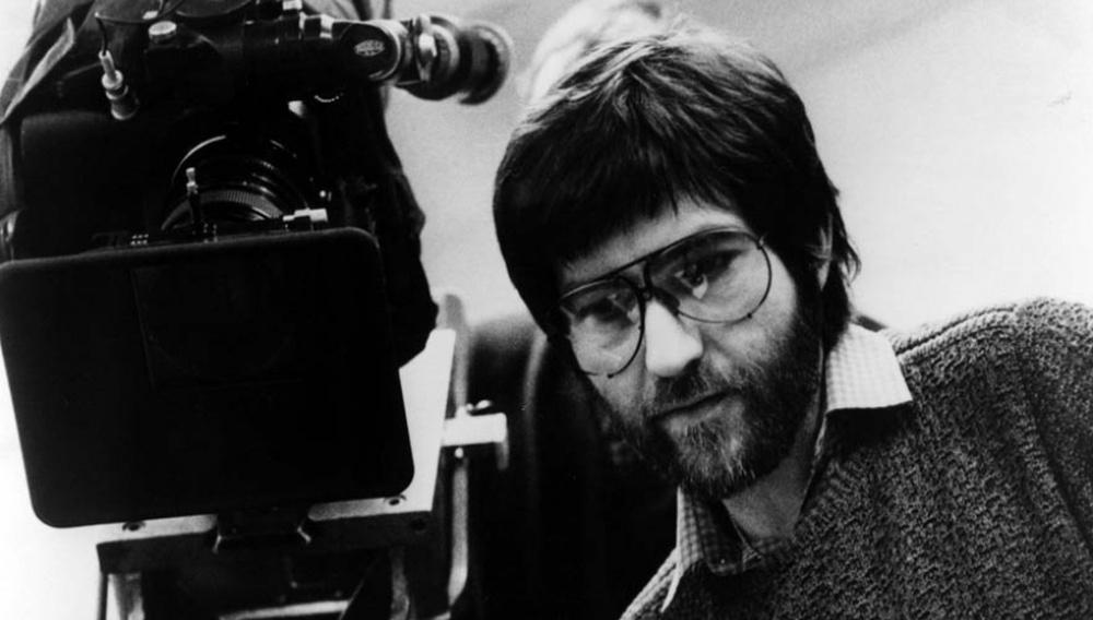 Πέθανε ο Τόμπι Χούπερ, ο σκηνοθέτης που άλλαξε το πρόσωπο του τρόμου με τον «Σχιζοφρενή Δολοφόνο με το Πριόνι»