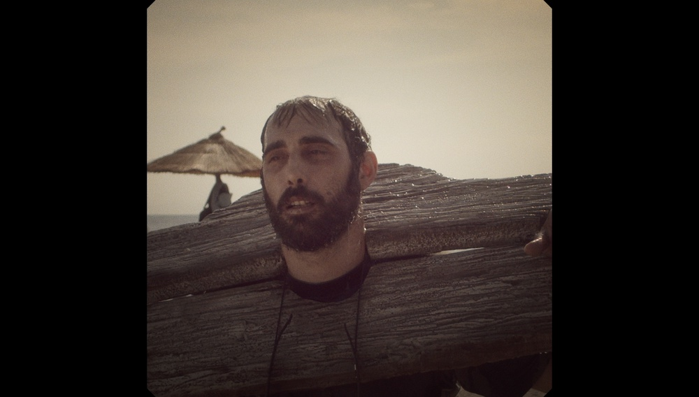 Ο Κωνσταντίνος Αντωνόπουλος σκηνοθετεί το «All These Happy People» των Planet of Zeus