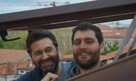 Ο Θάνος Αναστόπουλος κι ο Ντάβιντε Ντελ Ντέγκαν πάνε το Flix στην «Τελευταία Παραλία»